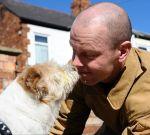 Пожарник на протяжении получаса реанимировал собаку, вынесенную из горящего дома