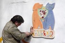 Собакам Екатеринбурга подарили дизайнерские будки