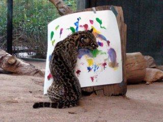 В Лондоне открылась выставка работ, написанных животными