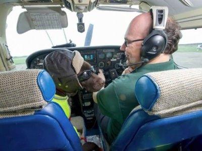 В Великобритании собаке выдали права пилота самолета